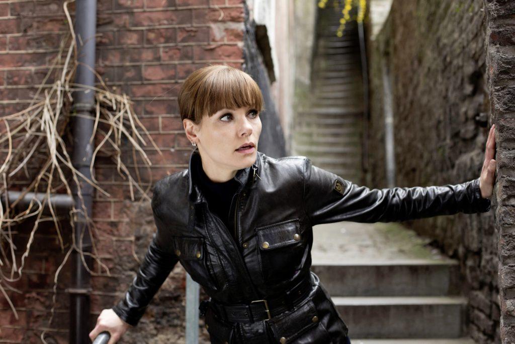 Angela Schijf als Eva van Dongen